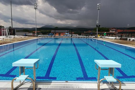 Poluolimpijski bazen